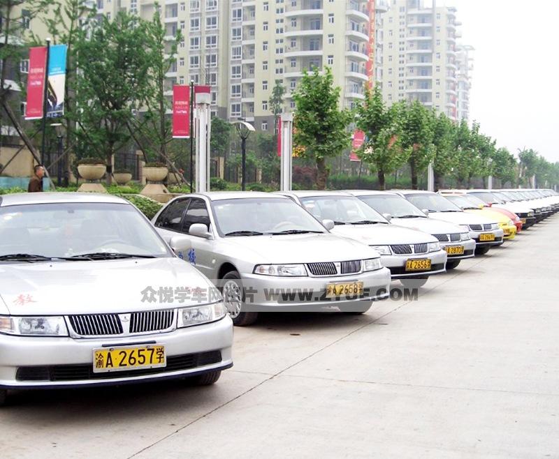 重庆大江驾校普桑教练车照片