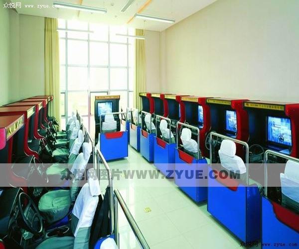 东方时尚驾校模拟机室