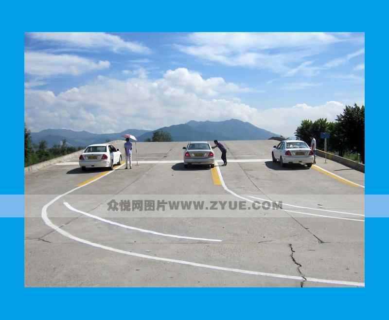 安吉驾校模拟定点停车与坡道起步