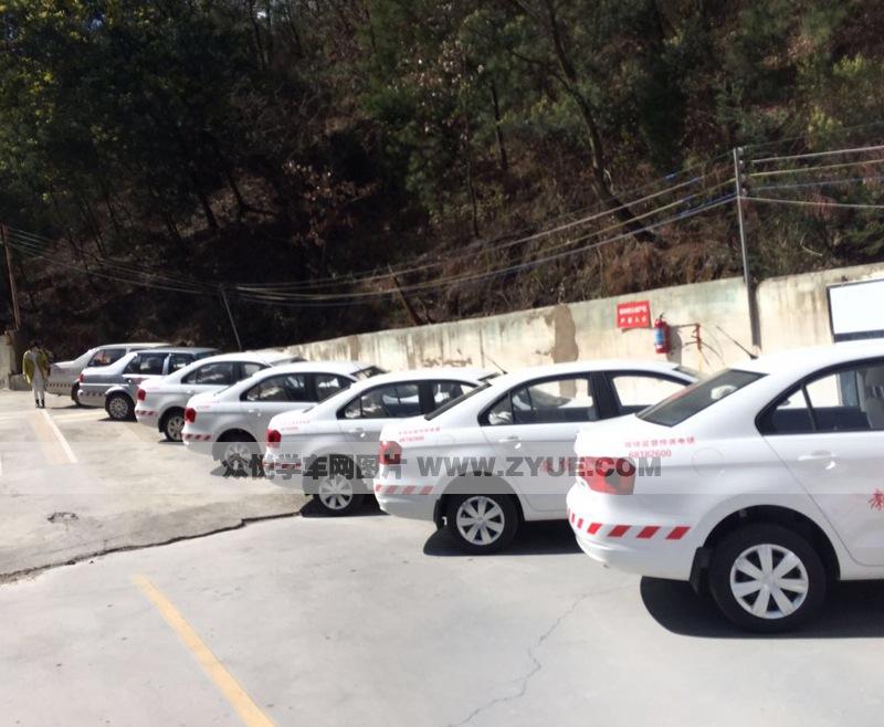 昆明港鑫驾校训练车型