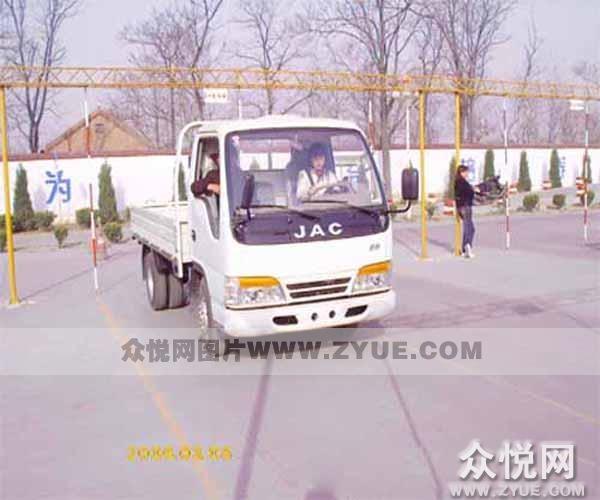 亳州驾校学员练车