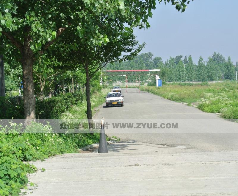 教练车车辆符合国家教学标准.图为c1教练车近照.   康福德高清图片
