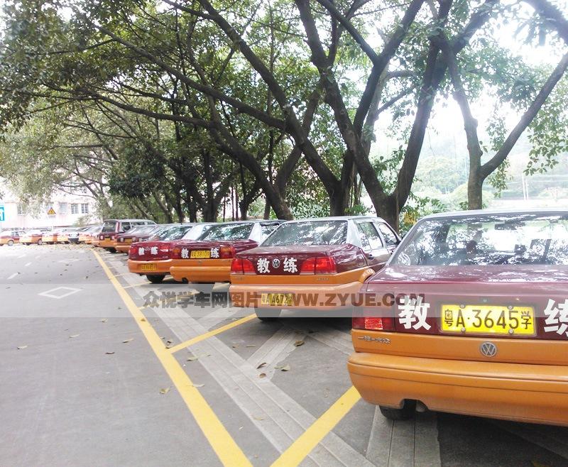 广州里程驾校 里程驾校c1教练车 高清图片