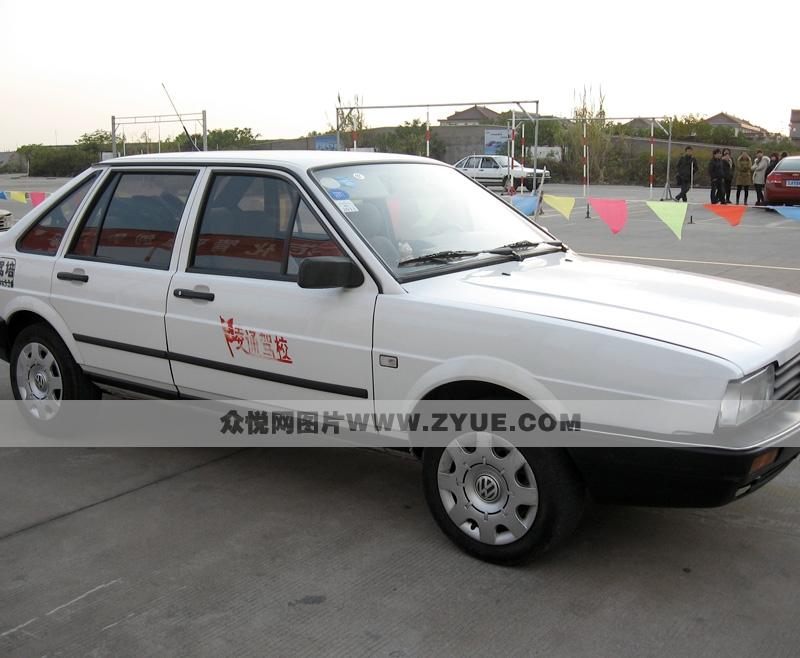 教练桑塔纳图片_北京三星驾校_三星驾校普桑教练车后面