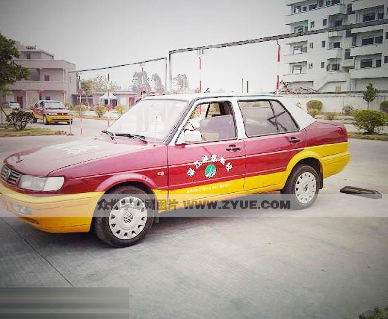湛江路泰驾校教练车
