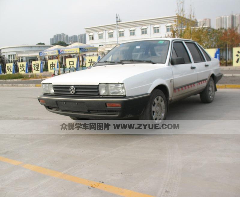 为华龙时尚驾校c1教练车.   华龙时尚驾校c1教练车 (2/3)   高清图片