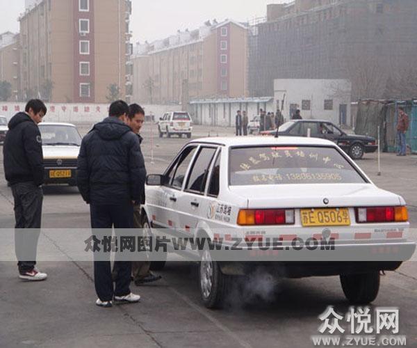 陆慕驾校教练车