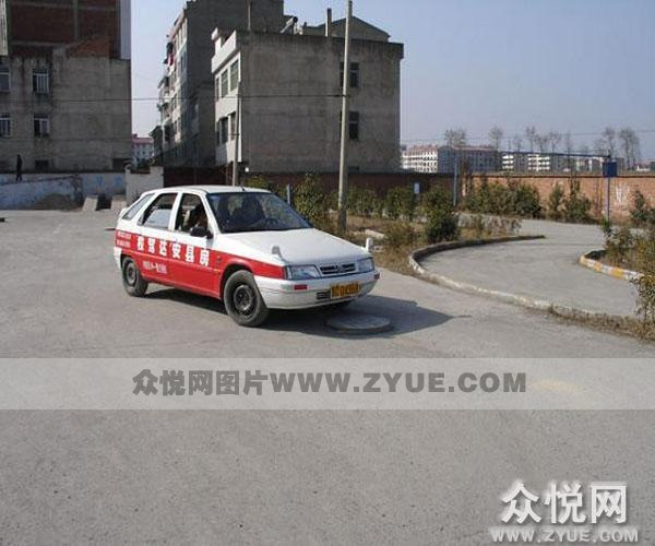 十堰安达驾校教练车2照片