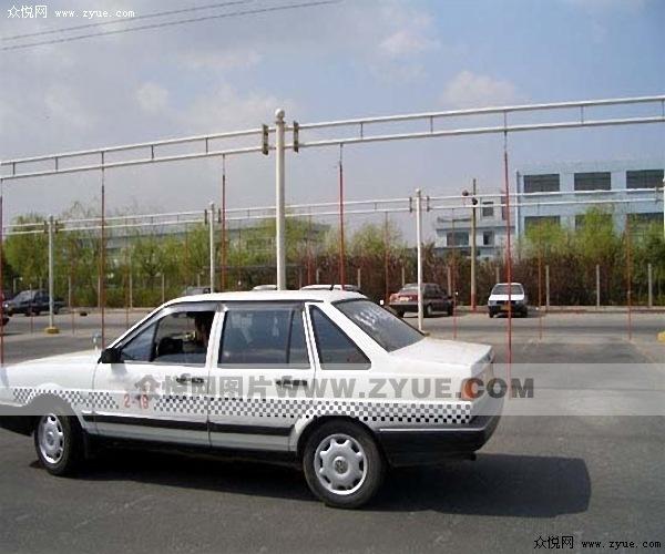 伟达驾校教学用车