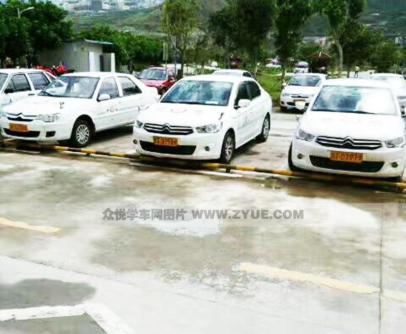 雅安雨城驾校教练车