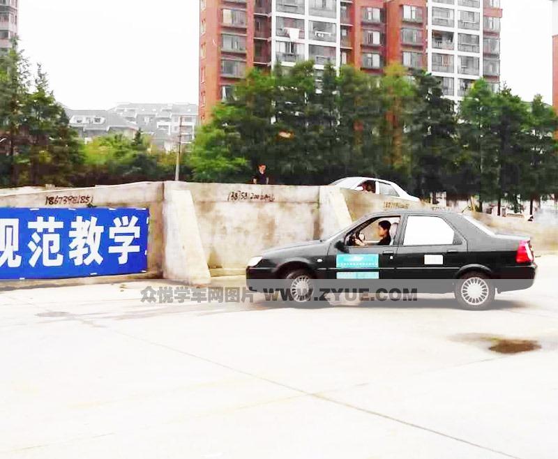 武汉育才驾校教练车
